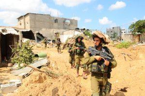שפל היסטורי. ראשי ארגון הטרור חמאס יחיא אל סינוואר ואיסמעיל הנייה. צילום: פלאש 90