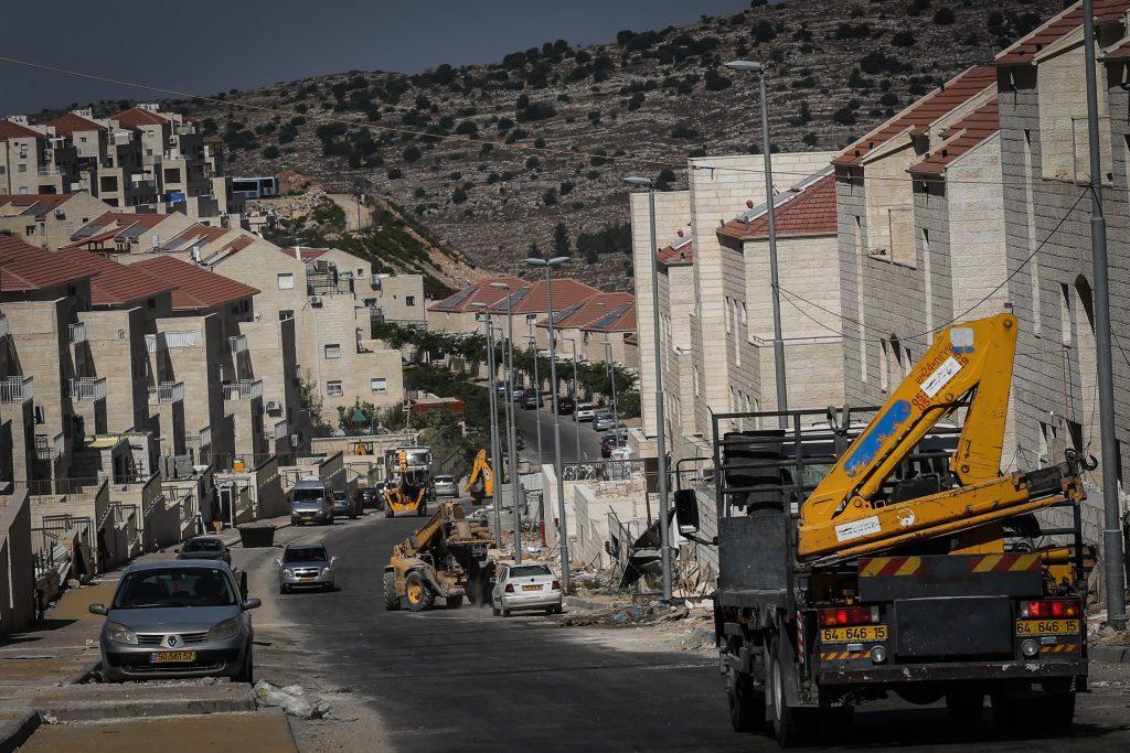פועלים פלסטינים בביתר עילית. צילום ארכיון: נתי שוחט, פלאש 90