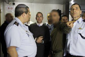 """השר ארדן והמפכ""""ל אלשיך במהלך הטקס. צילום: דוברות המשטרה"""