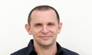 фото профиля Alexander Chernitsky, На изображении может находиться: 1 человек, борода, очки и часть тела крупным планом