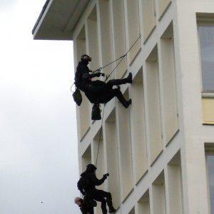 אימון של יחידת Gsg9 הגרמנית. צילום: Matthias Loebach