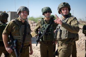 """הרמטכ""""ל כוכבי בסיור בגבול עזה, היום. צילום: דובר צה""""ל"""