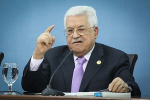שקדים פלסטיני בחסות פעילים בינלאומיים ורבנים למען זכויות אדם