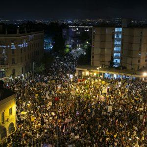 """אלפי אזרחים נגד נשיאת העליון: """"לא יהיה שיוויון - לא תלכו לישון"""""""