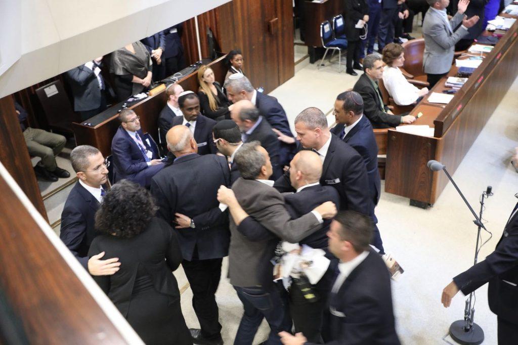 """הח""""כים הערבים מתפרעים במהלך נאום סגן הנשיא פנס. צילום: דוברות הכנסת"""