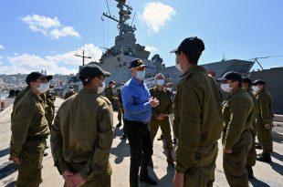 שר הביטחון בני גנץ ביקר בבסיס חיל הים | צפו