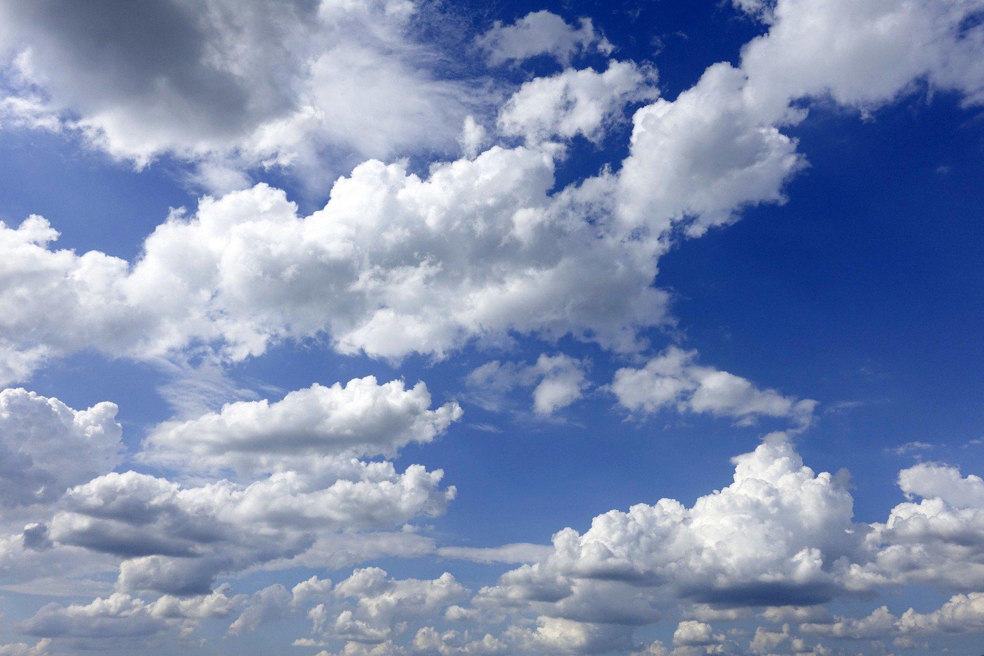 clouds-3488632_1920