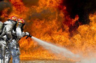 שריפה בחצר בית בגלל ציוד חשמלי