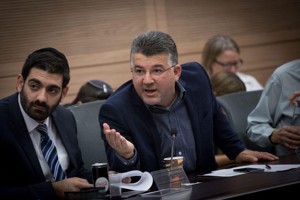 """לשכת ח""""כ יוסף ג'בארין במבנה בלתי חוקי באום אל-פאחם. צילום: """"תנועת רגבים"""""""