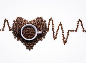 קפה ומרפא: מחקר חדש חושף יתרון מפתיע לקפאין