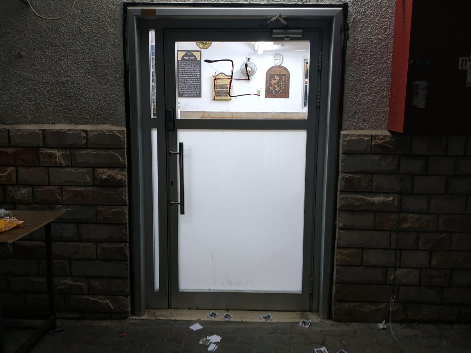 בני ברק: צלבי קרס רוססו בליל שבת על מבנה בית כנסת