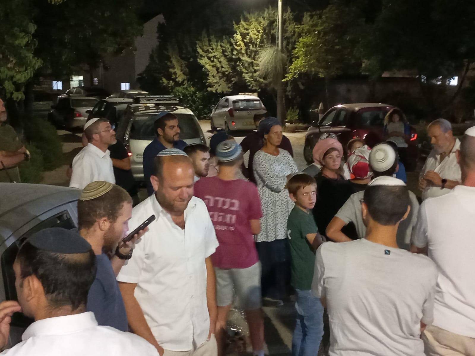 עקב בעיות חשמל: תושבי נגוהות מפגינים מול המועצה בהר חברון